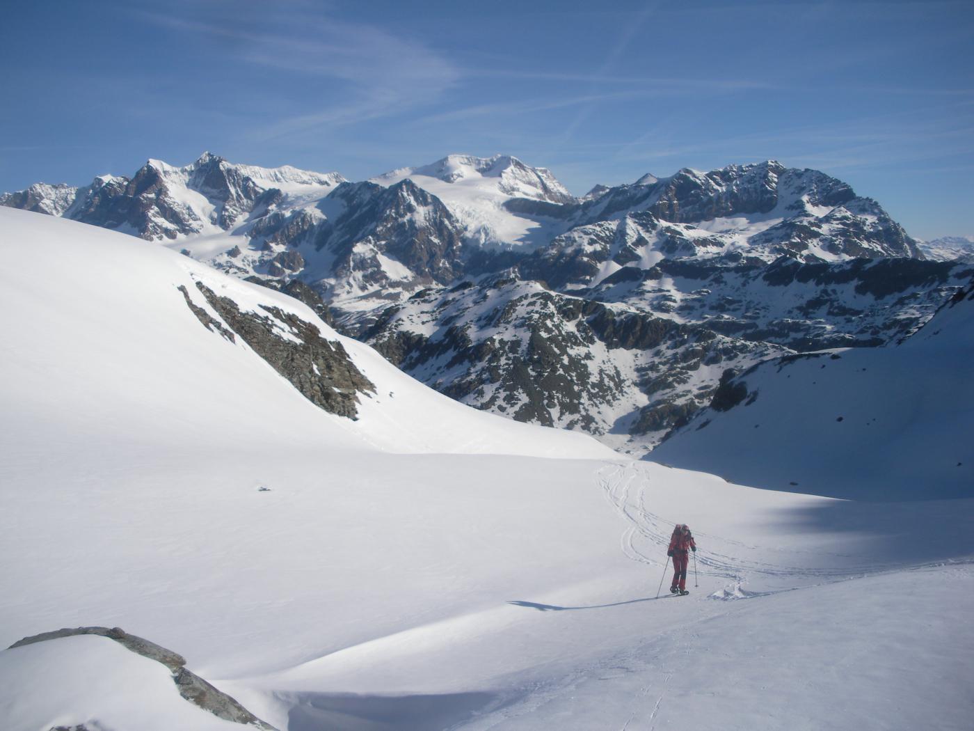sulla vedretta di Pizzo Scalino con dietro il Bernina..