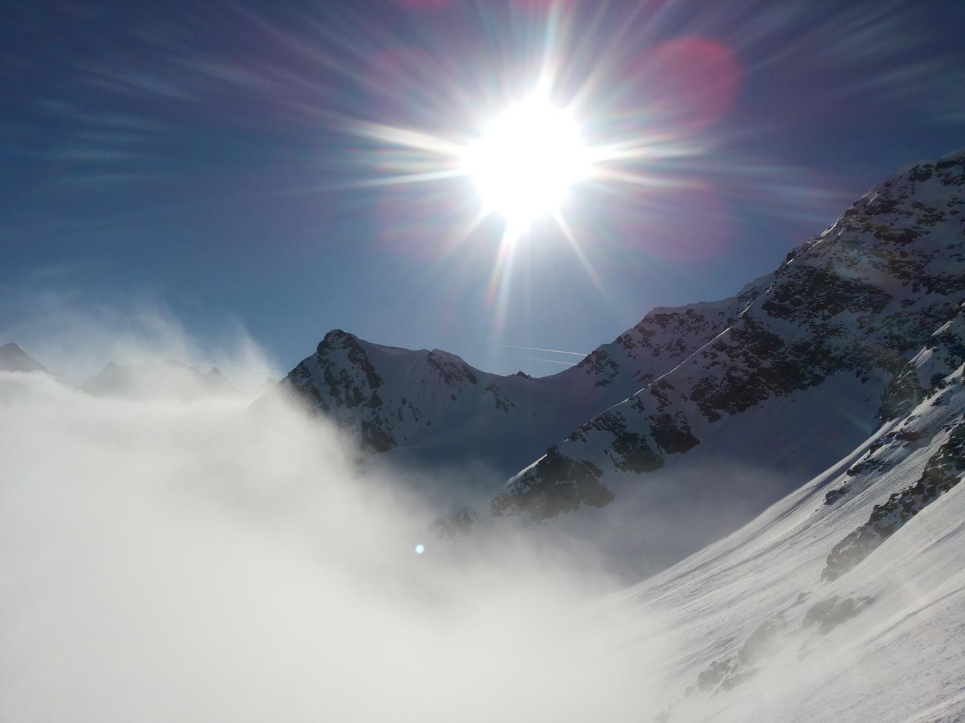 finalmente il sole sotto le nebbie