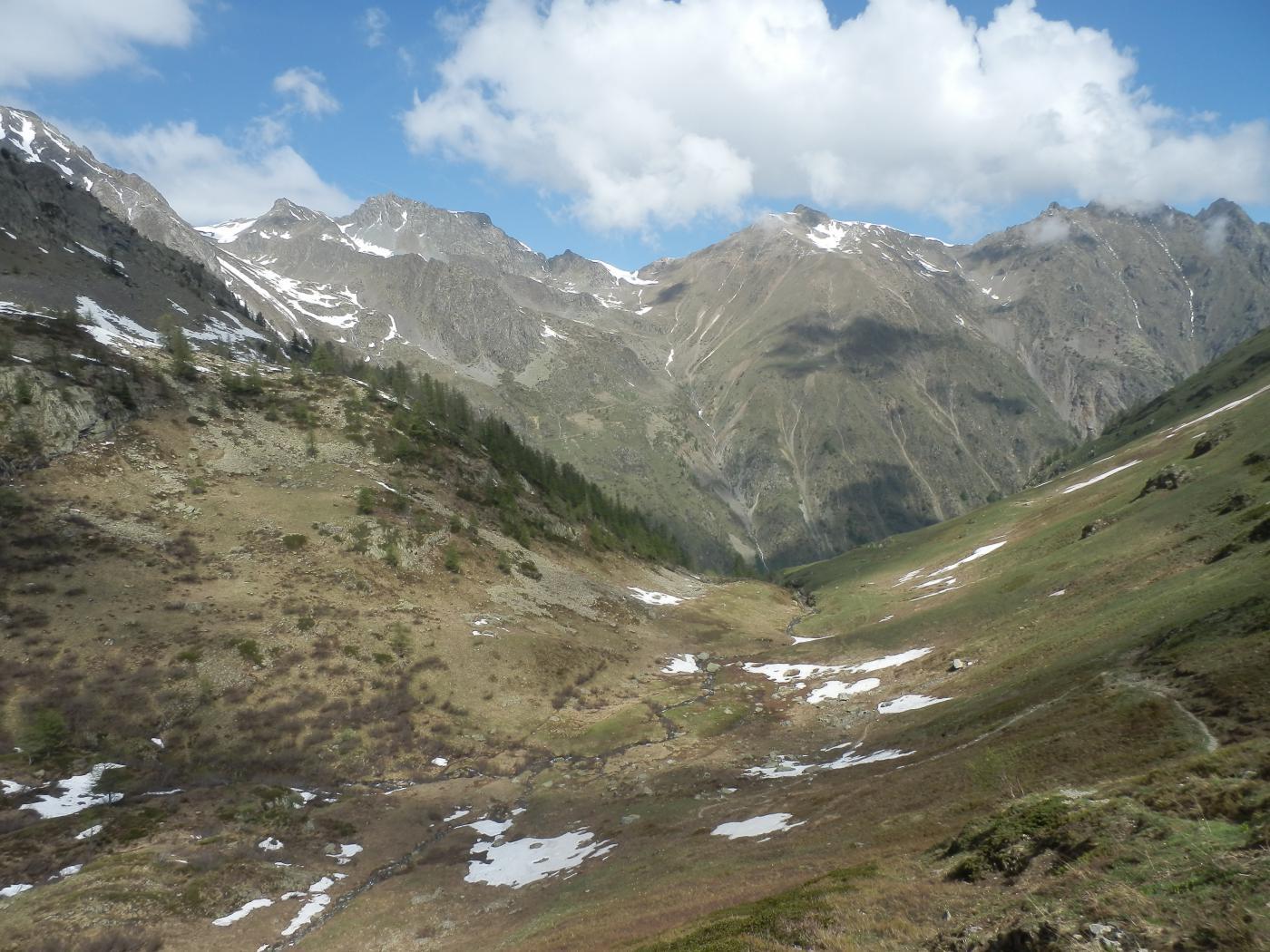 in discesa nella conca sotto il Passo sott. Scolettas, pendii verso Stau - Rocco Verde ormai puliti