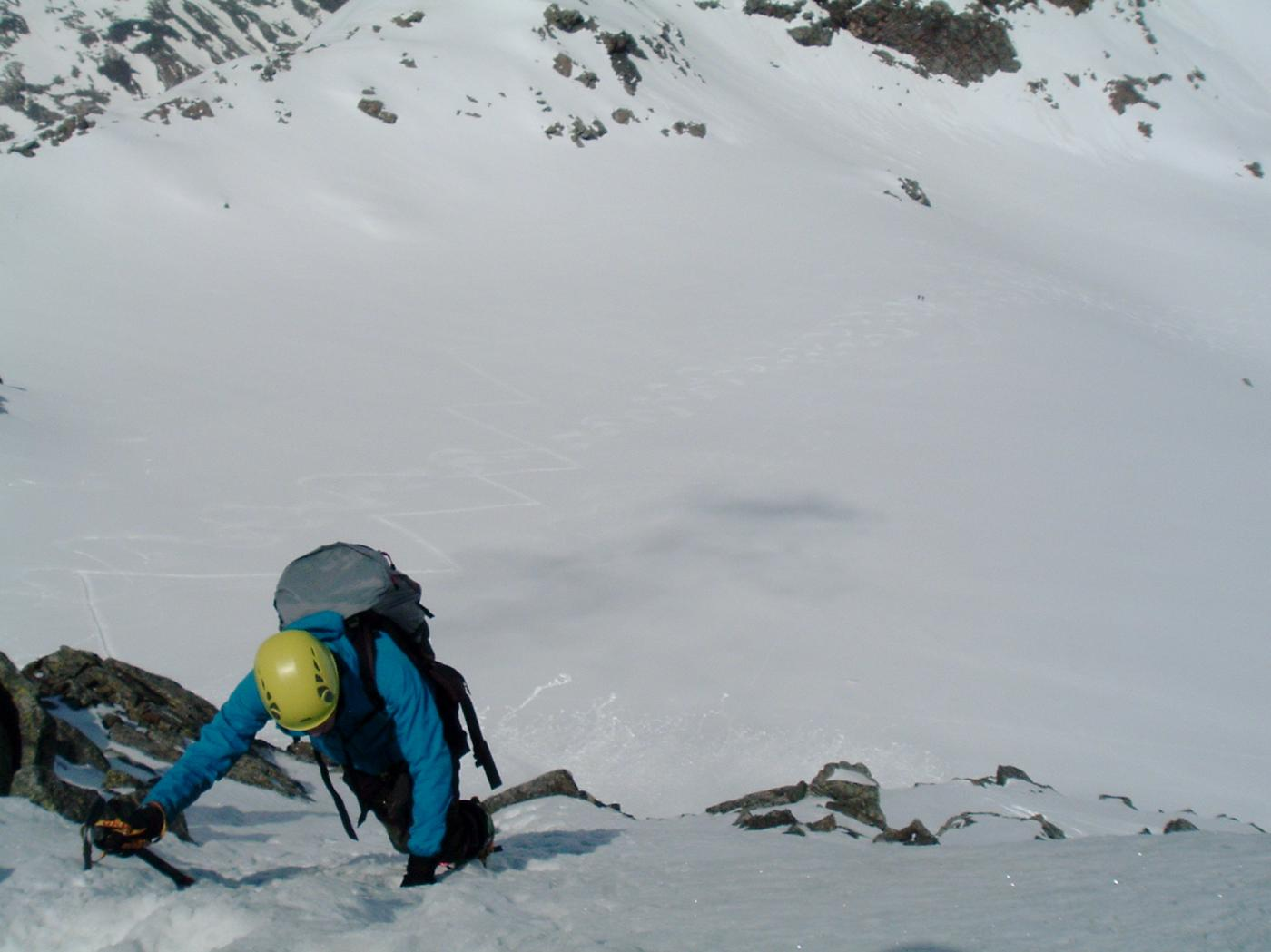 Muro di neve che conduce al tratto finale della cresta