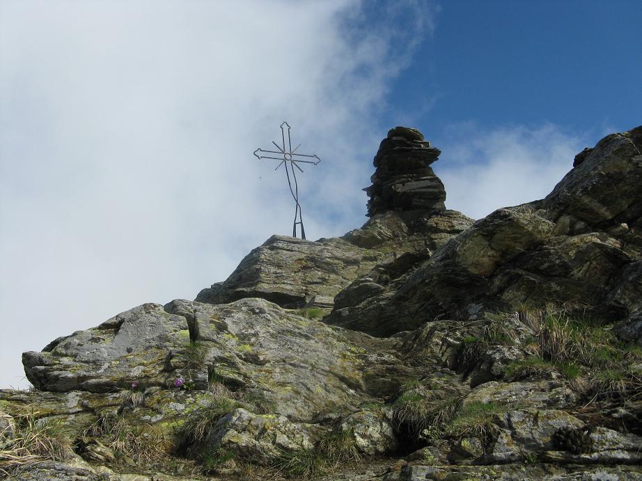 la croce e l'obelisco di vetta