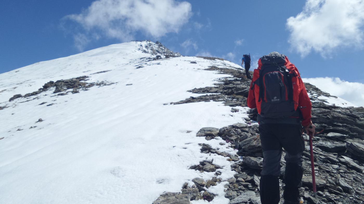 Fabio e Davide in salita a quota 2550 m sul costolone SO verso la cima