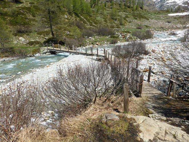 Passerella sul torrente Buthier
