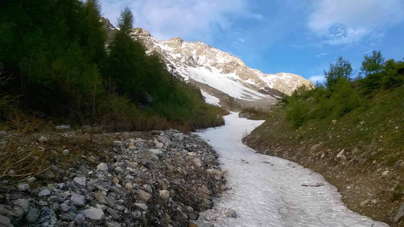 Verso monte, la neve combatte contro la primavera