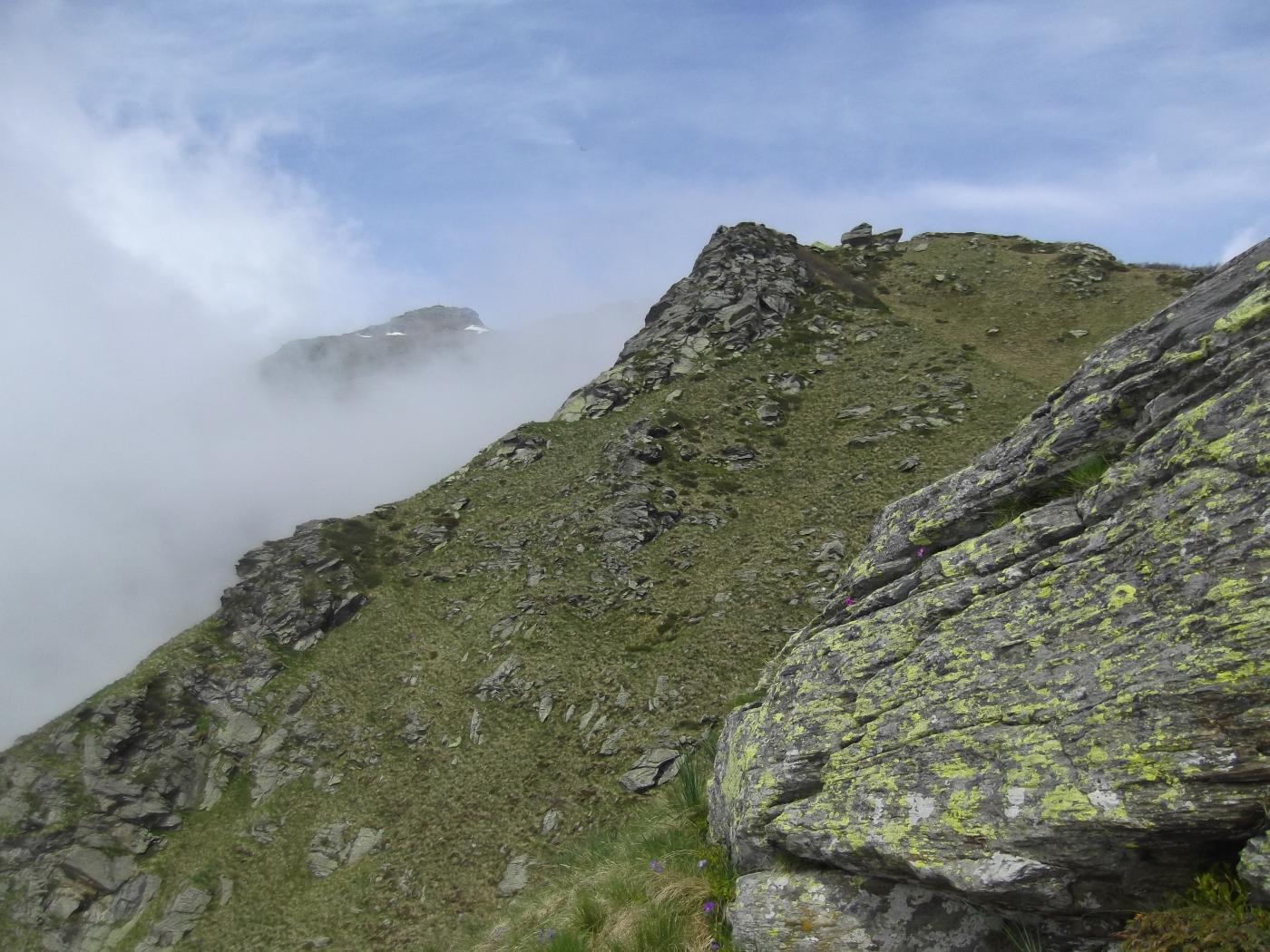 in fondo il Gran Truc tra la nebbia