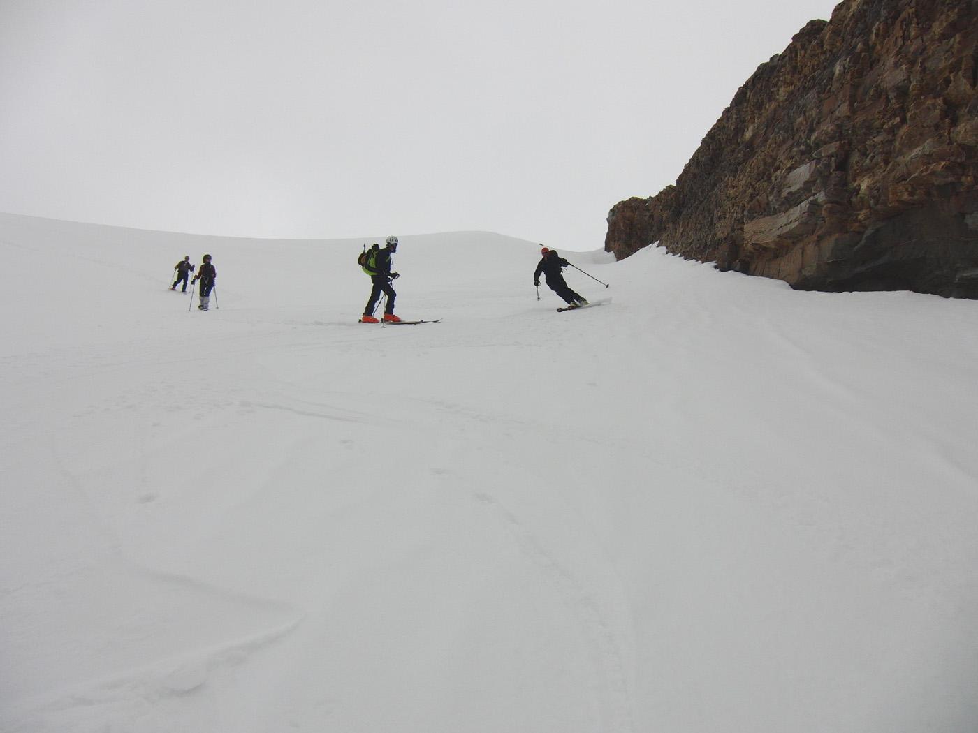 Neve meravigliosa nel canale del ghiacciaio
