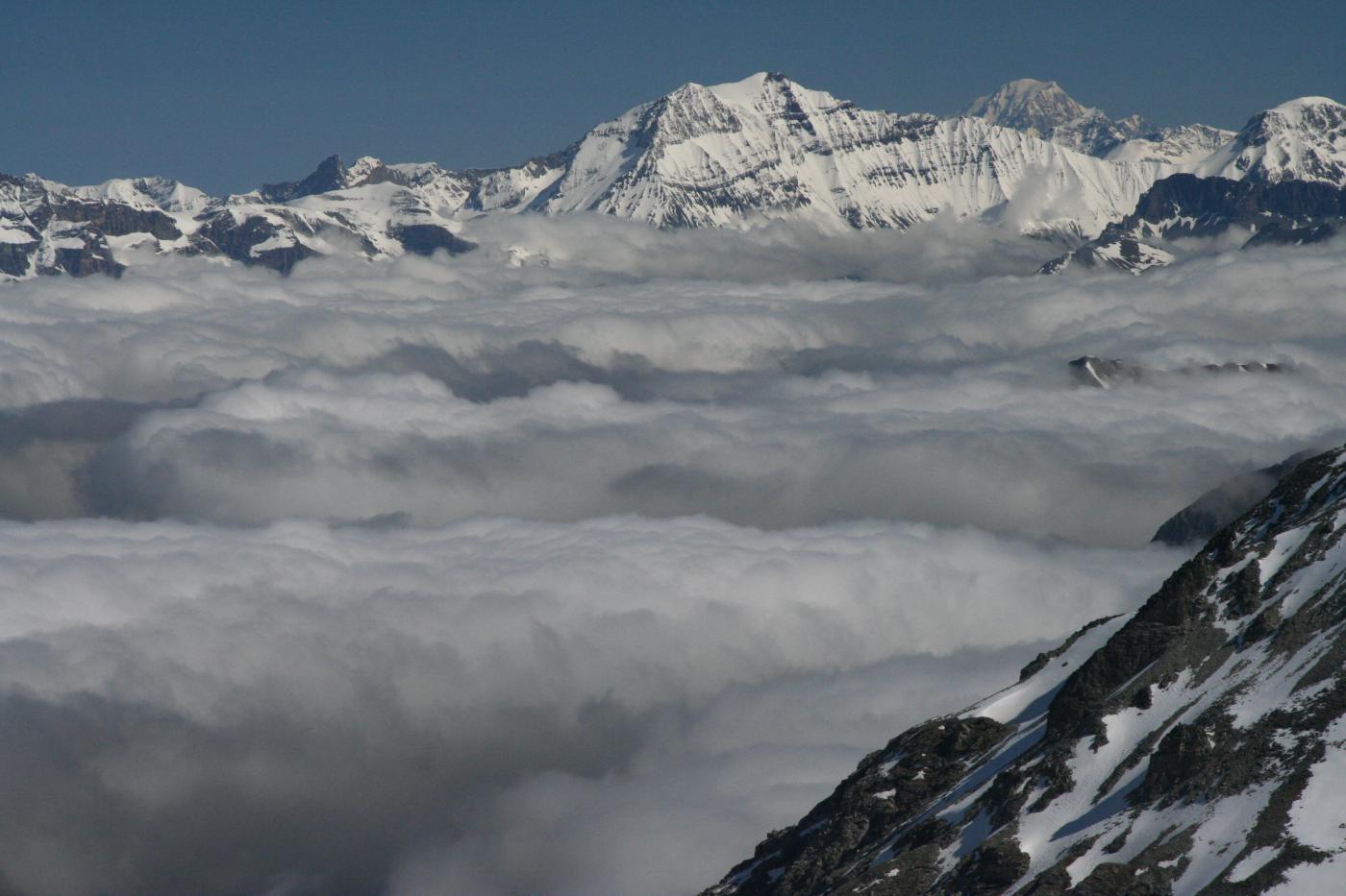 Gran Casse e nonno Mte Bianco sopra le nebbie