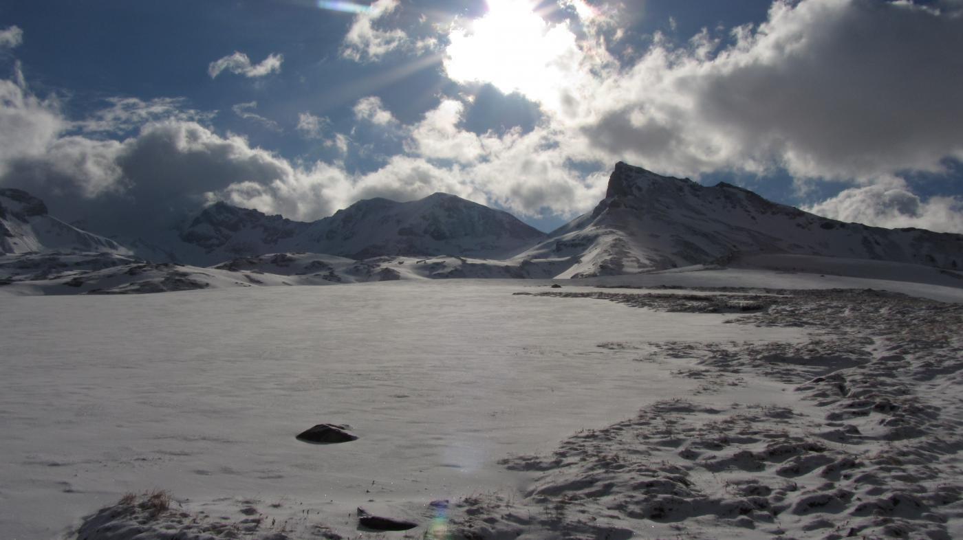 Partenza sci ai piedi dalla quota 2800 verso il Truc Blanc