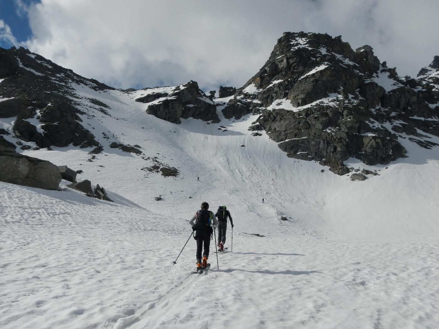 verso il ripido pendio per raggiungere il colletto a quota 2720 m.