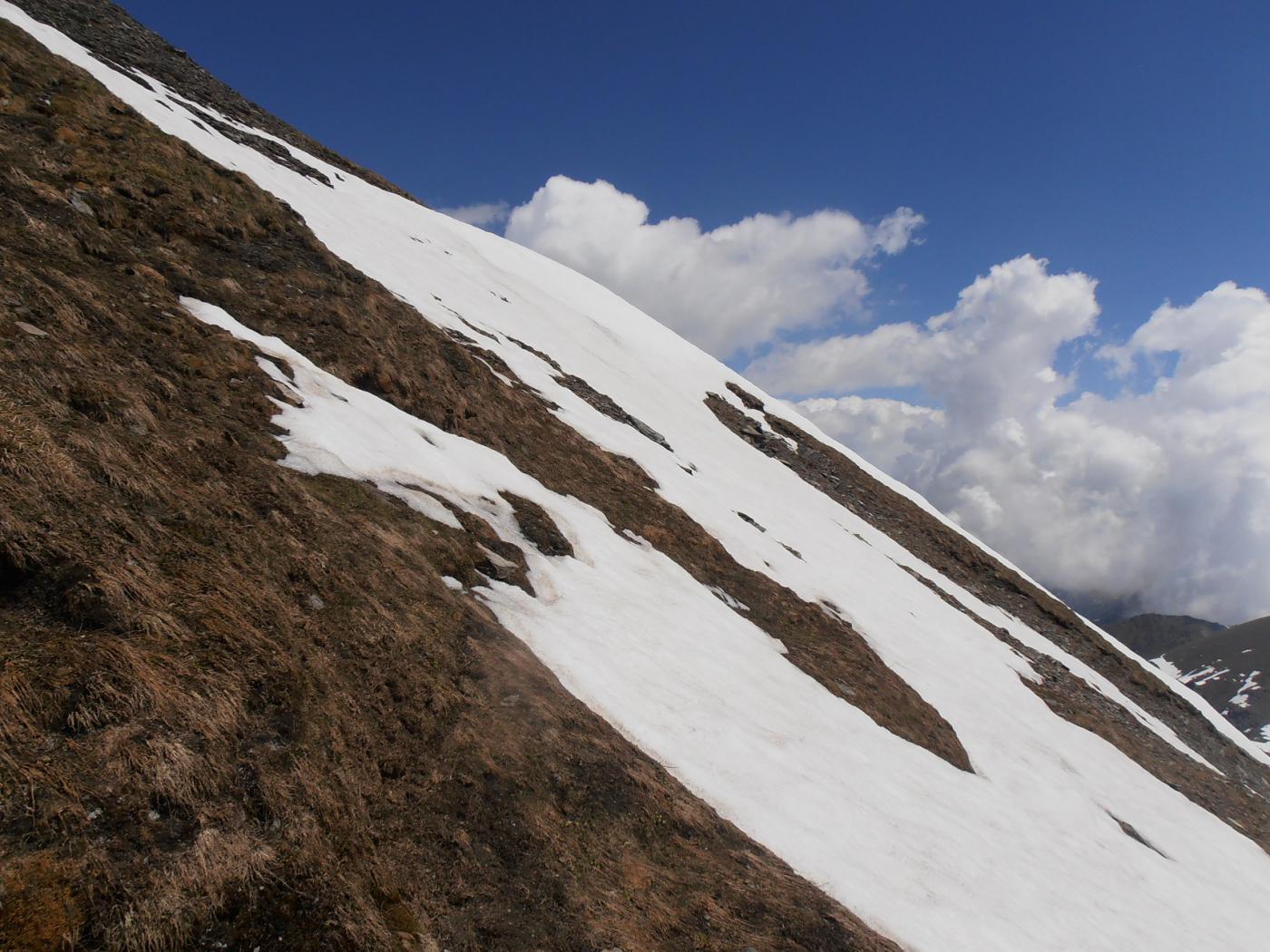 08 - le pendenze al centro del pendio S se si abbandona la cresta est