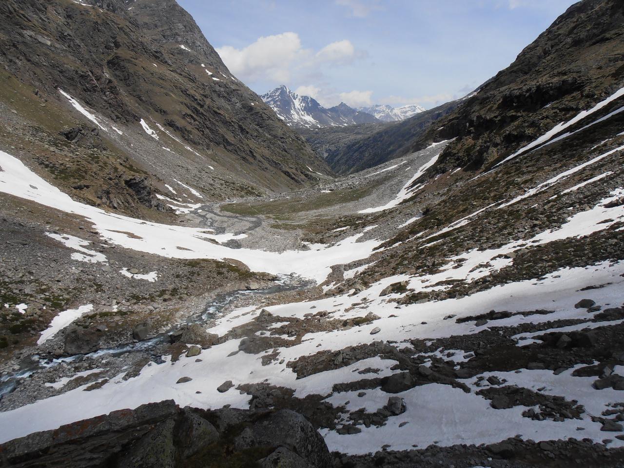 07 - risalendo i nevai resifui sotto il rifugio