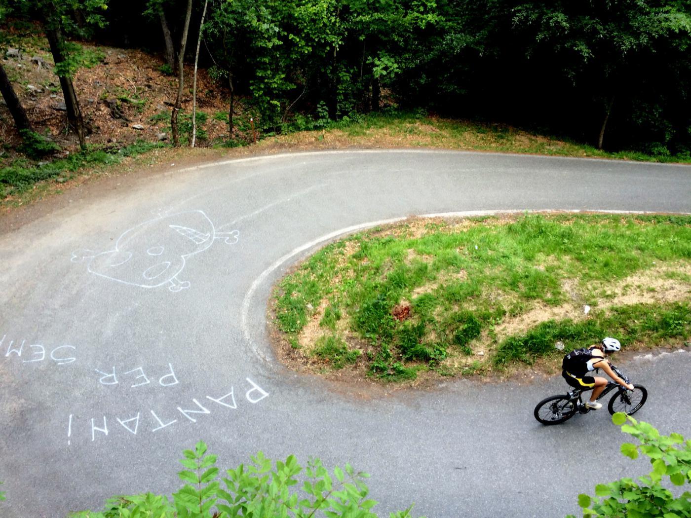 le ottime pendenze della strada tratto asfalto