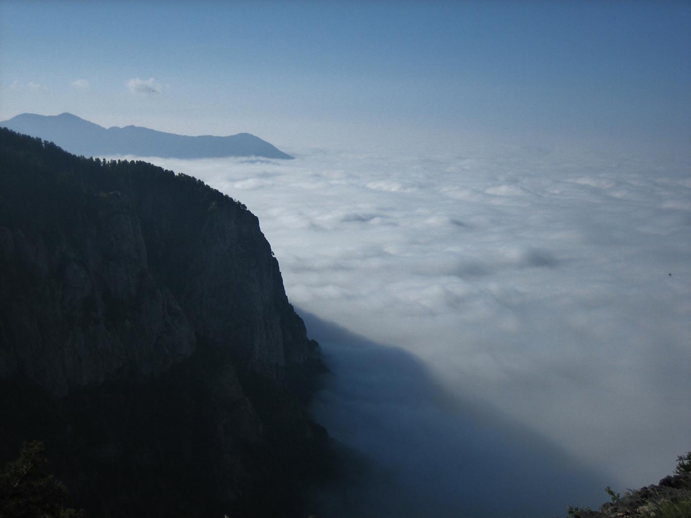 Mare di nuvole anzichè il Mar Ligure