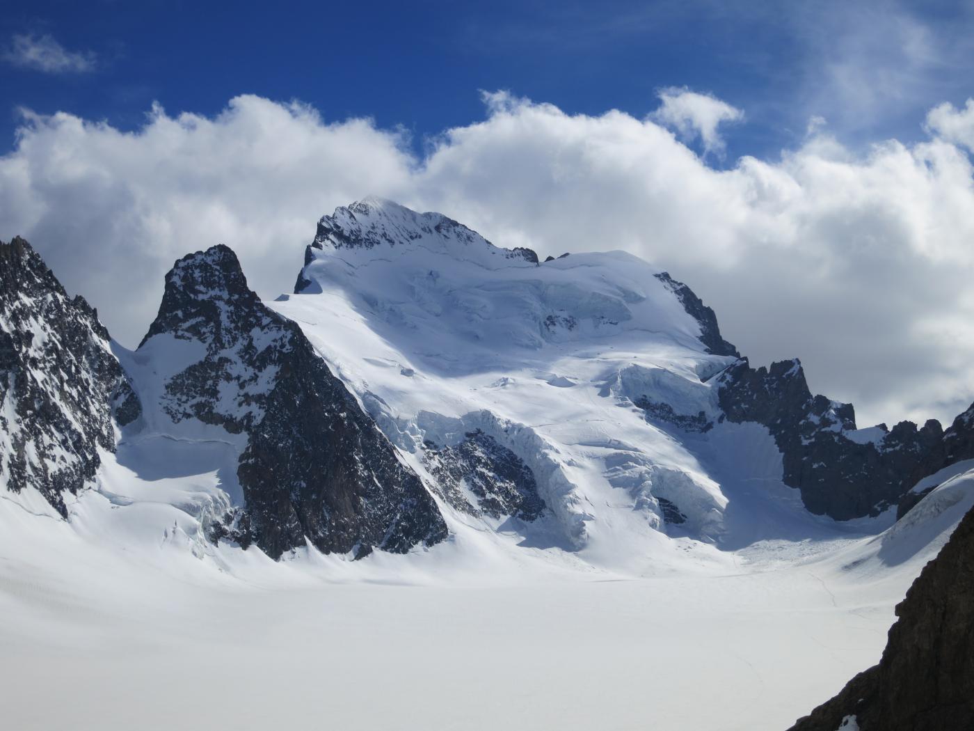 Lo Scoglio si erge dal Mar del Glacier Blanc