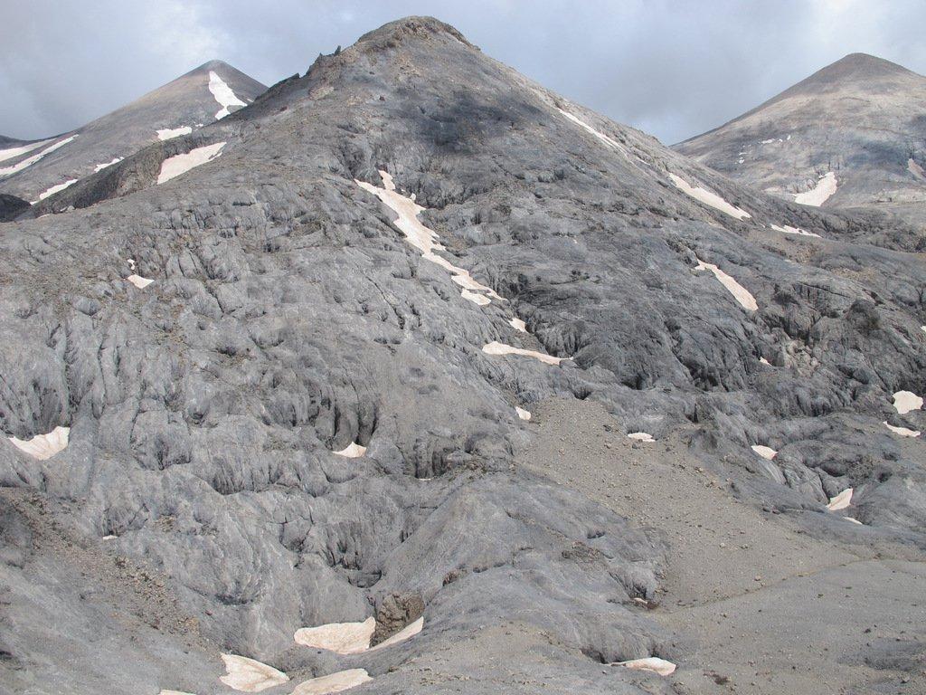 Il Pavlias, con la zona di doline chiamata Pavlià Chalara alla sua base