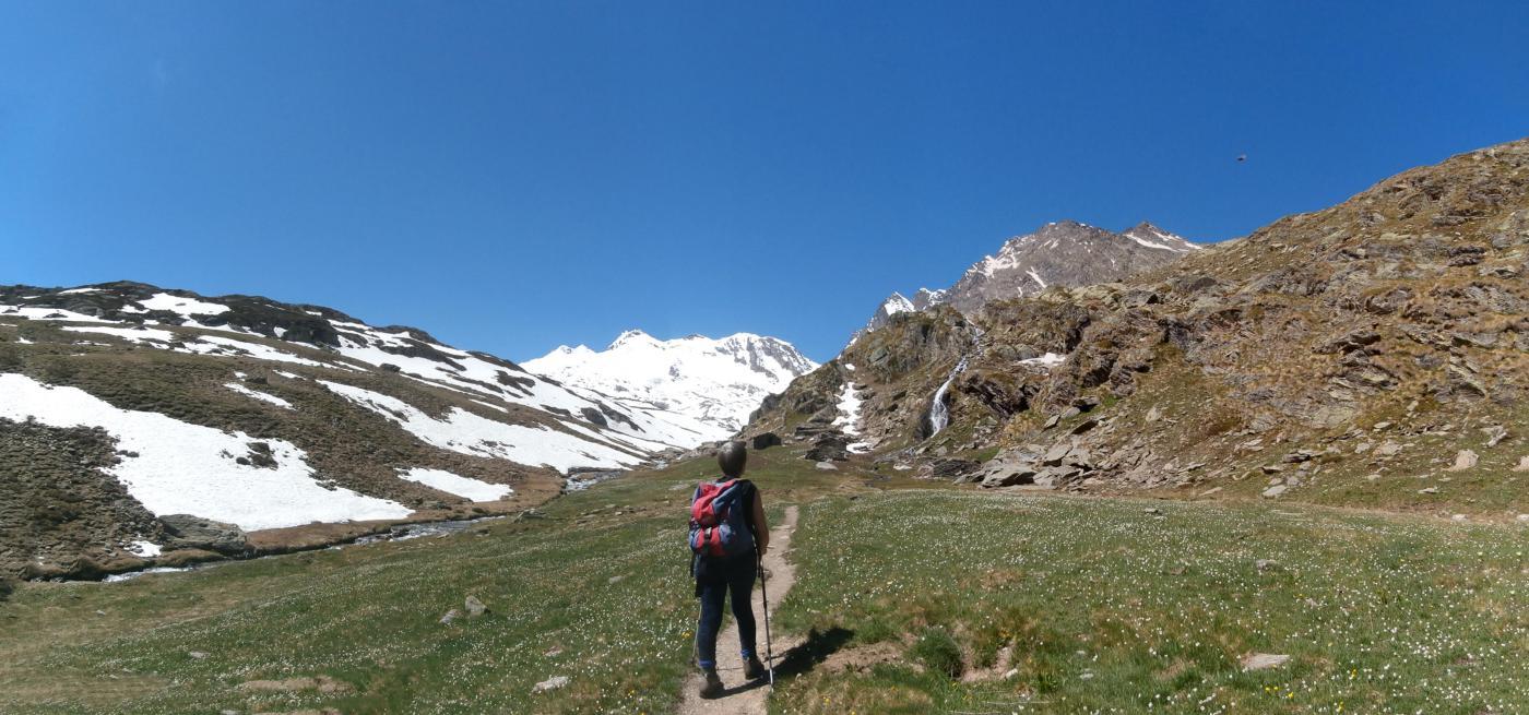 l'arrivo alle baracche di Fond...panorama versi il ghiacciaio dello  Chateau Blanc..al centro le Doravidi...