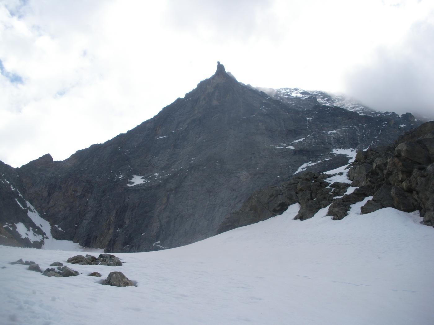 il triangolo nero dell'Emilius dall'Alto vallone d'Arpisson..