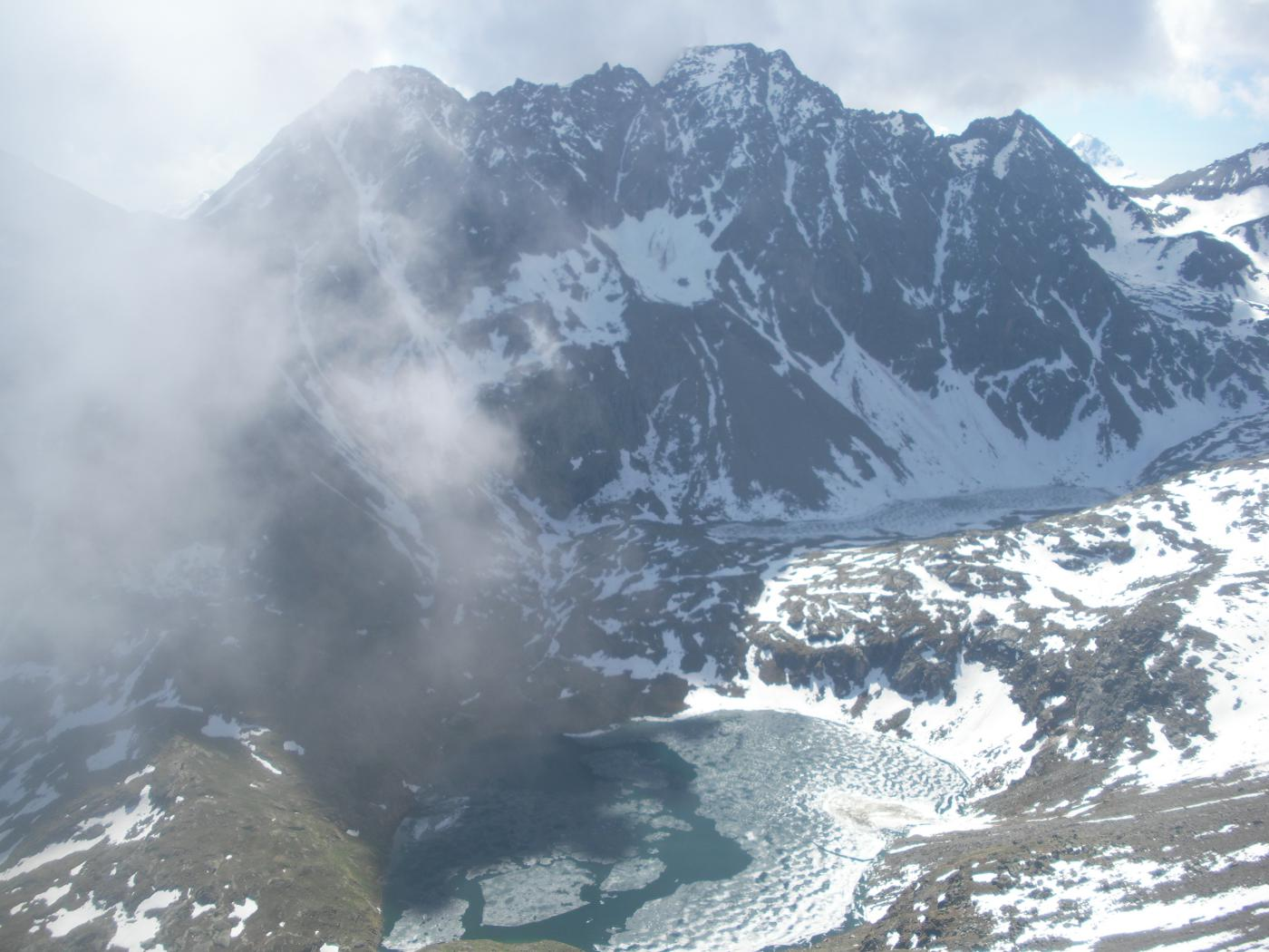 il lago inferiore di Laures  e di fronte la Grande Roise..