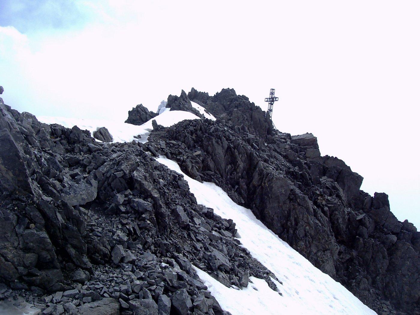Gli ultimi metri di cresta prima della croce di vetta (foto A. Valfrè).