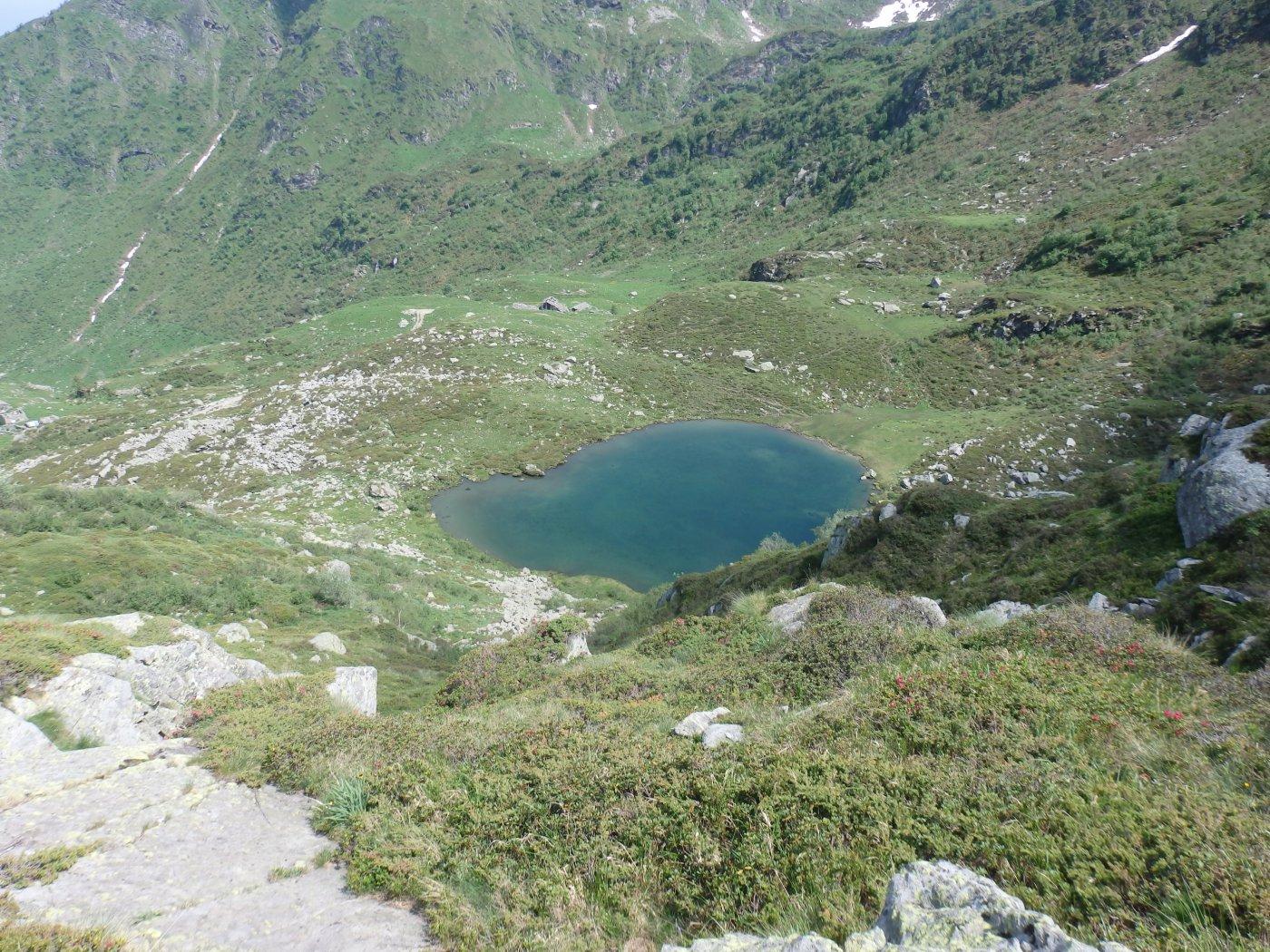 il lago dall'alto sul sentiero che porta al colle della Paglia
