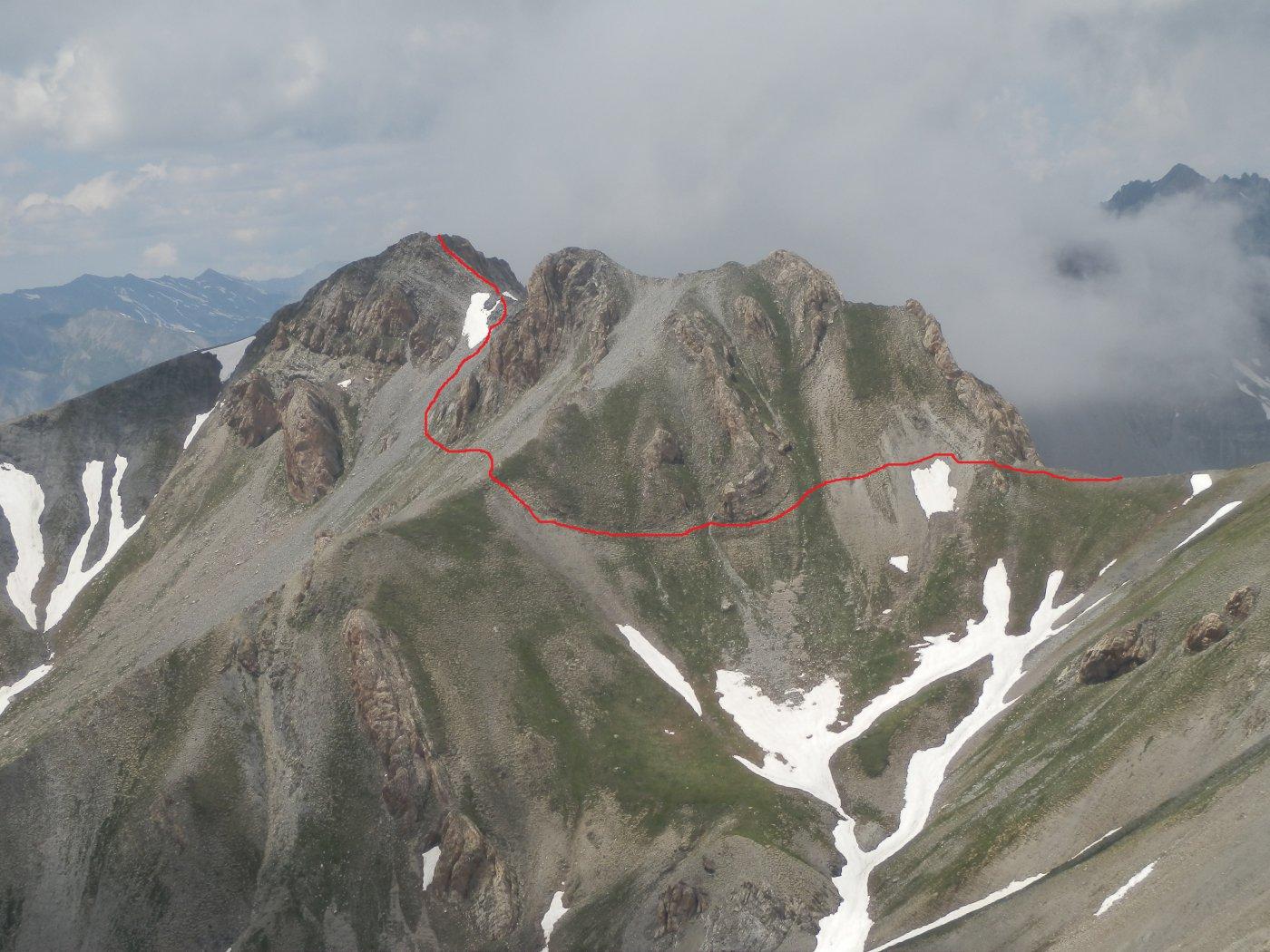 vista del Monte Giordano dalla dorsale che scende dal Bodoira al C.lle Vallonetto; in rosso il tracciato di discesa al colle