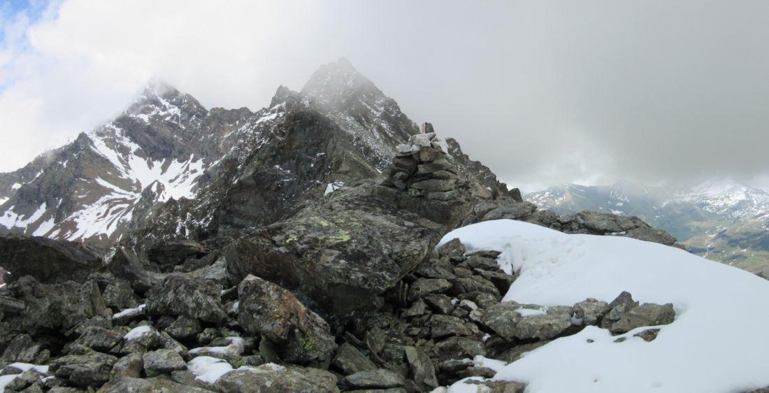 Punta Arpisson con sullo sfondo il Monte Garin e la cima Coppi
