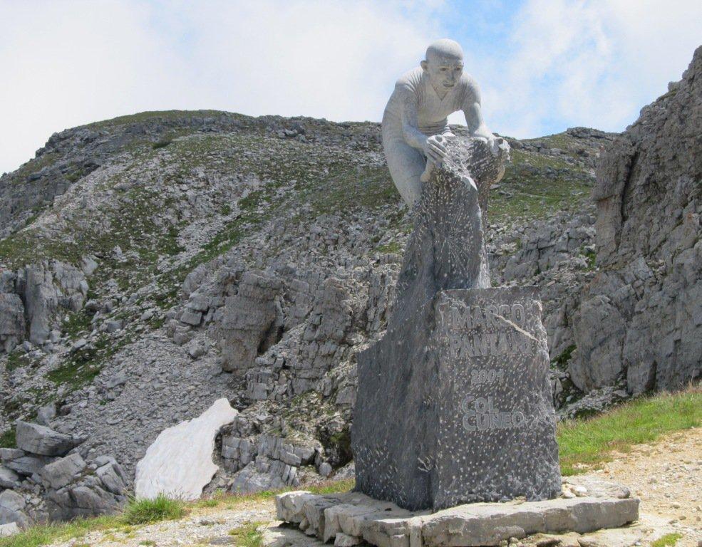 Monumento al Grande Pantani.