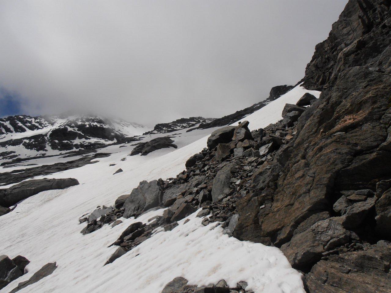 06 - inizio del glacio nevaio, attenzione a possibili buchi entrando vicino alle rocce