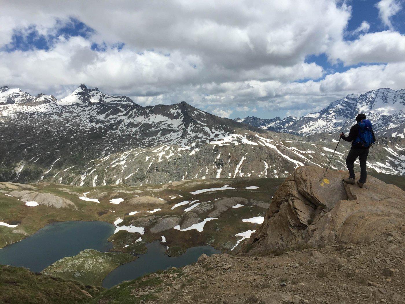 A metà percorso, la vista verso i laghi Tre Becchi