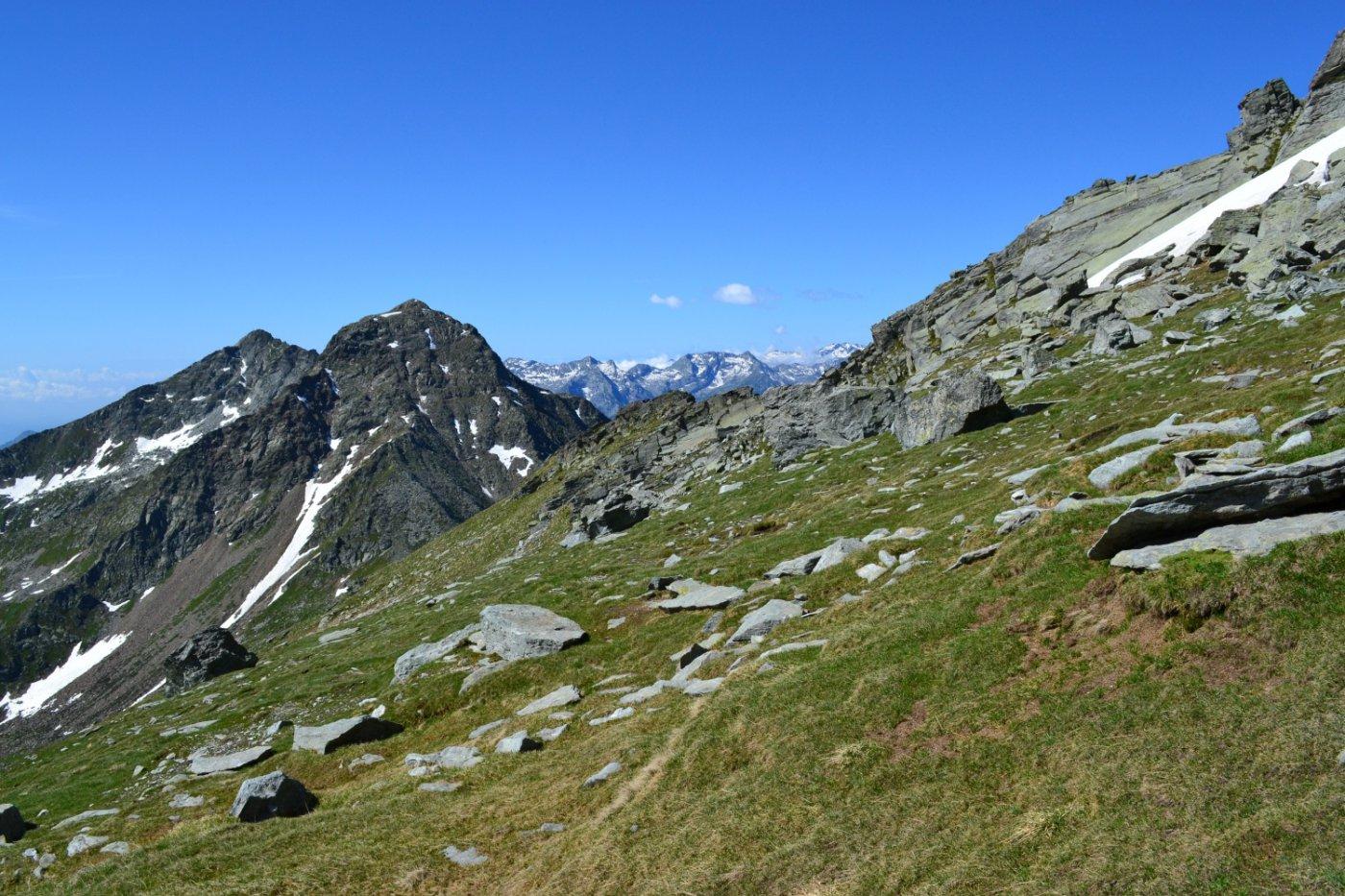 vista verso il Colle Dondeuil appena superata la bastionata rocciosa