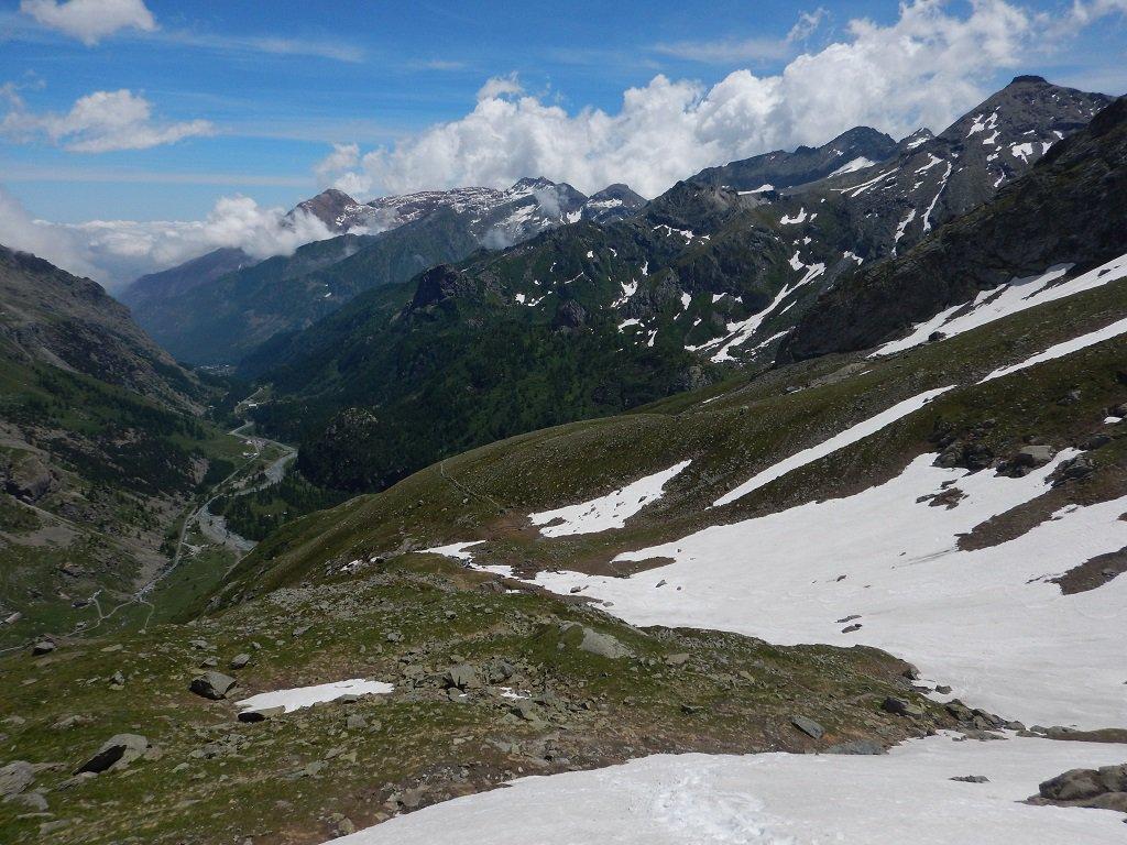 Sentiero di discesa e nevai