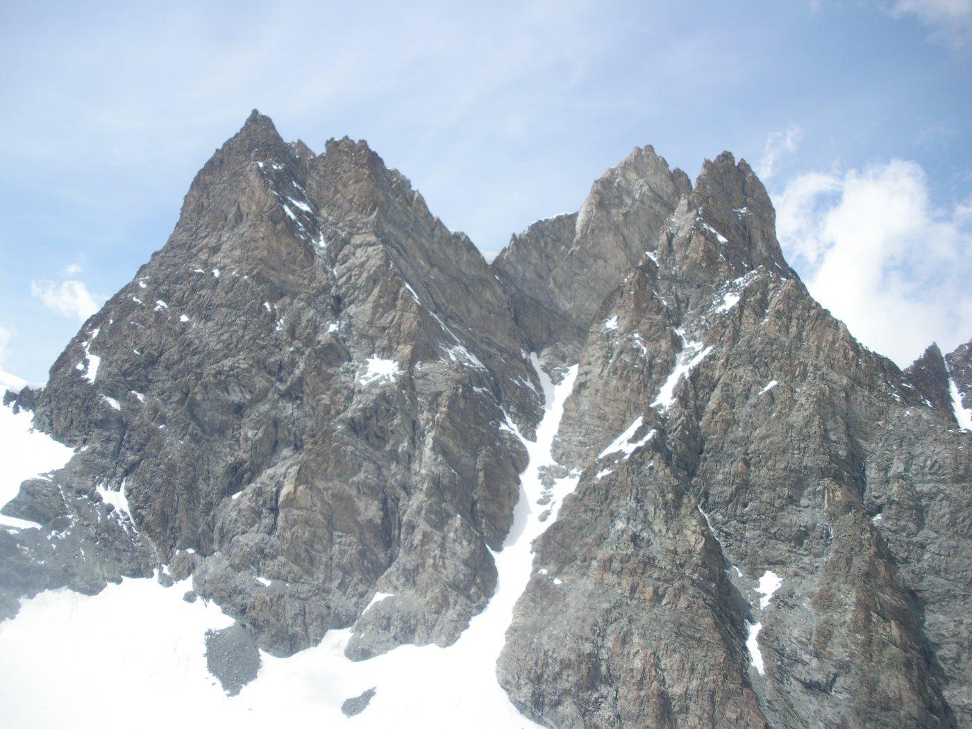 ..da dove l'Eveque e la Mitre cima nord e sud quelle di dx..ostentano il loro lato piu' severo..