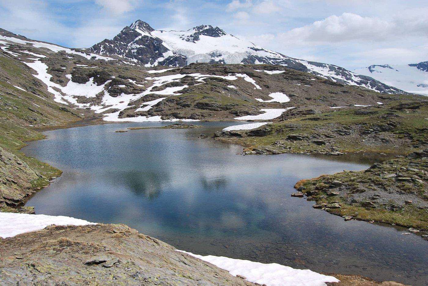 Il Lago St. Martin e la Gd Traversiere scendendo al Bezzi