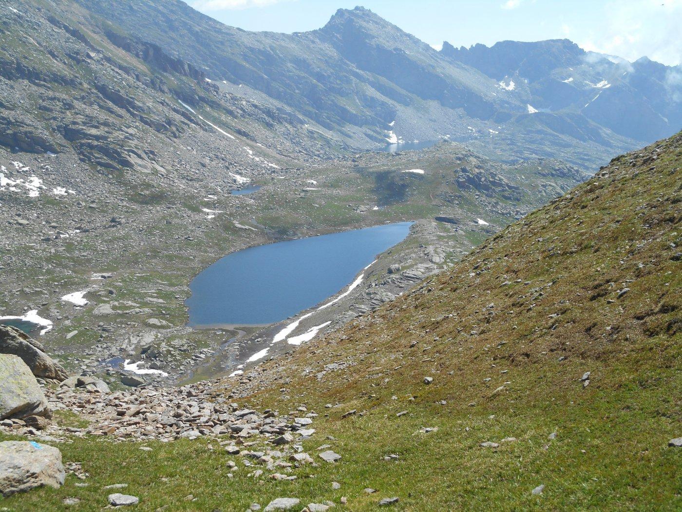 lago fertà e in distanza lago d'unghiasse da colle terra