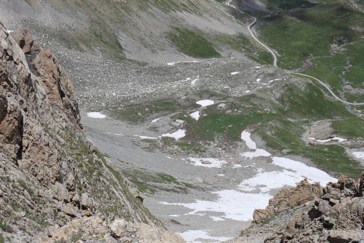 Vista da un colletto presso la cima verso l'altipiano della Gardetta