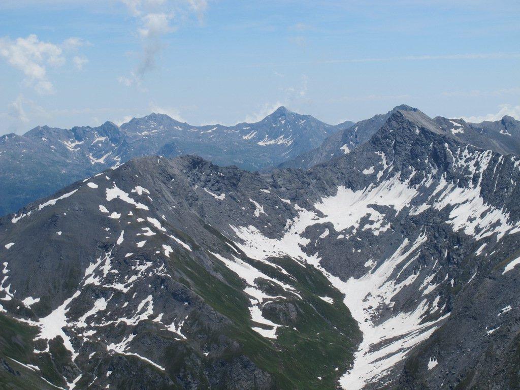 Testata della Val Troncea con Barifreddo sulla dx, in fondo Cialancia e Cornour