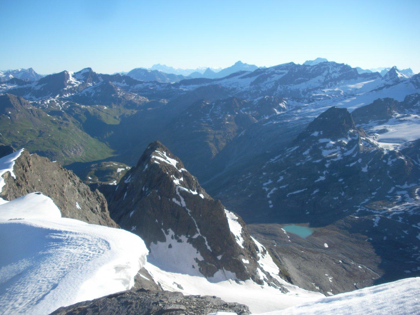 in primo piano il Pi Regaud e dietro l'alta Valle dell'Arc..dai pressi del Col du Grand Fond..