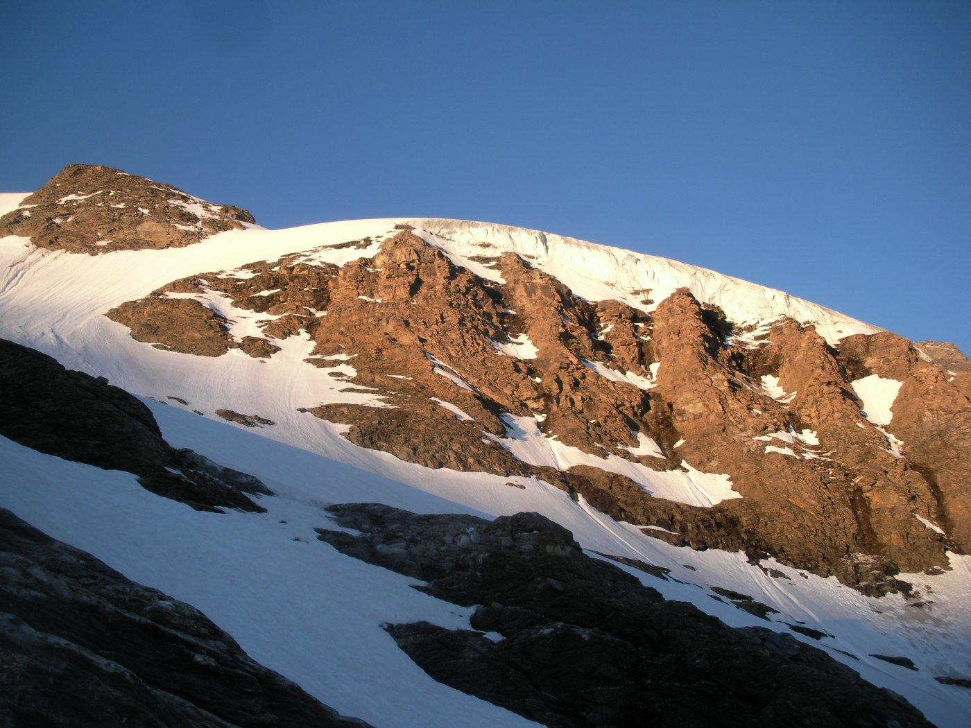 Il dome du Grand Fond con la sua fronte glaciale..visto salendo all'alba dal glacier superior du Vallonet