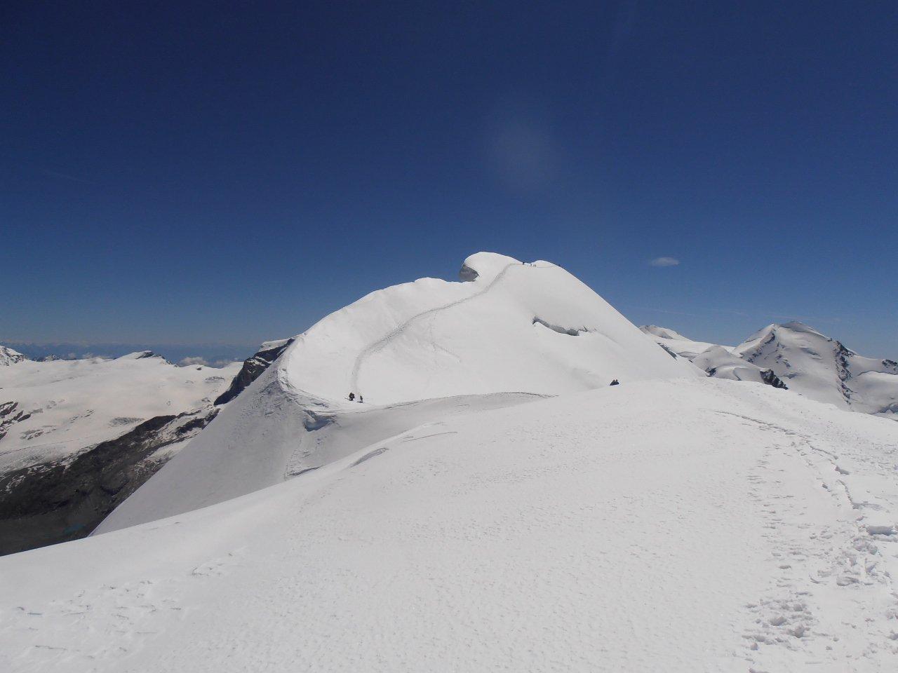 02 - la cima del Breithorn Centrale con le sue impressionanti cornici
