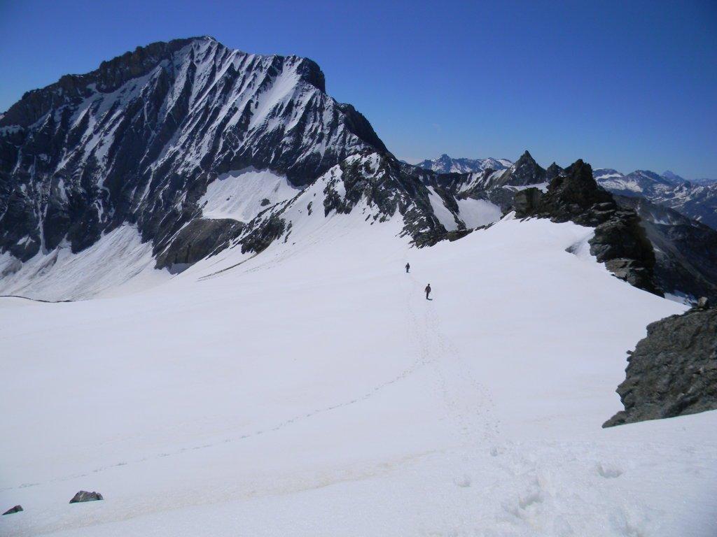 la Dent Parrachee, e davanti al piu' lontano alpinista il colle labby