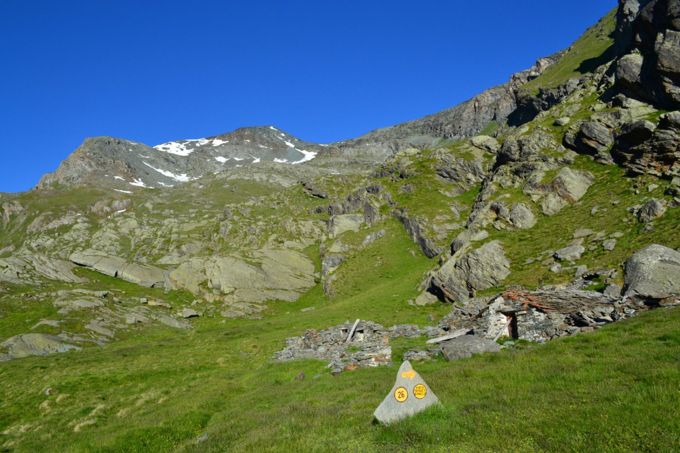 il Colle del Pousset visto dall'alpeggio superiore (2529 m)