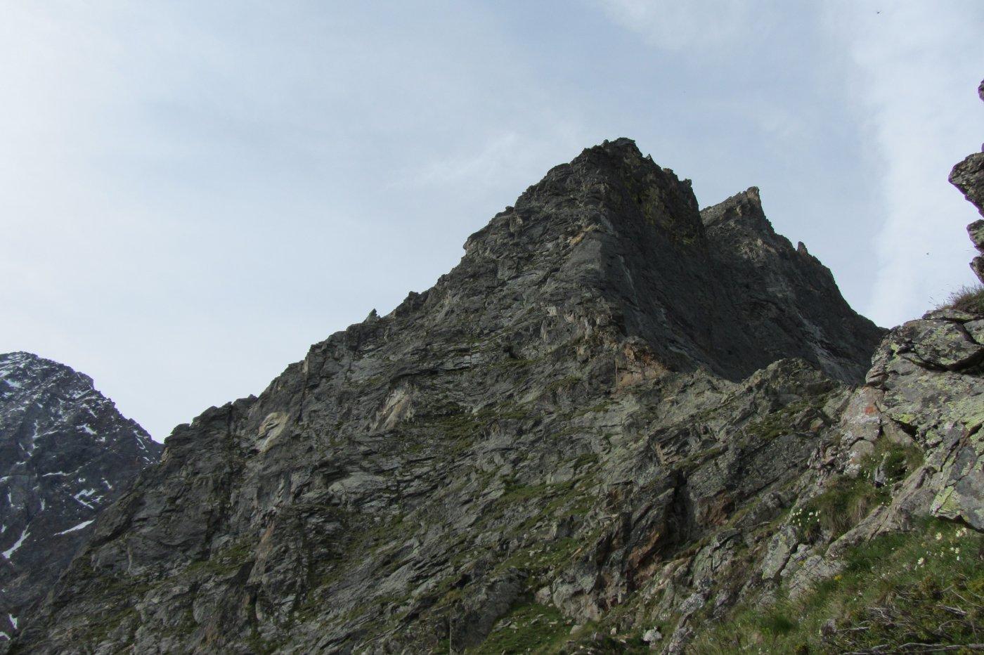 La placca iniziale di 120 metri in cui sono presenti le due varinati a destra e sinistra