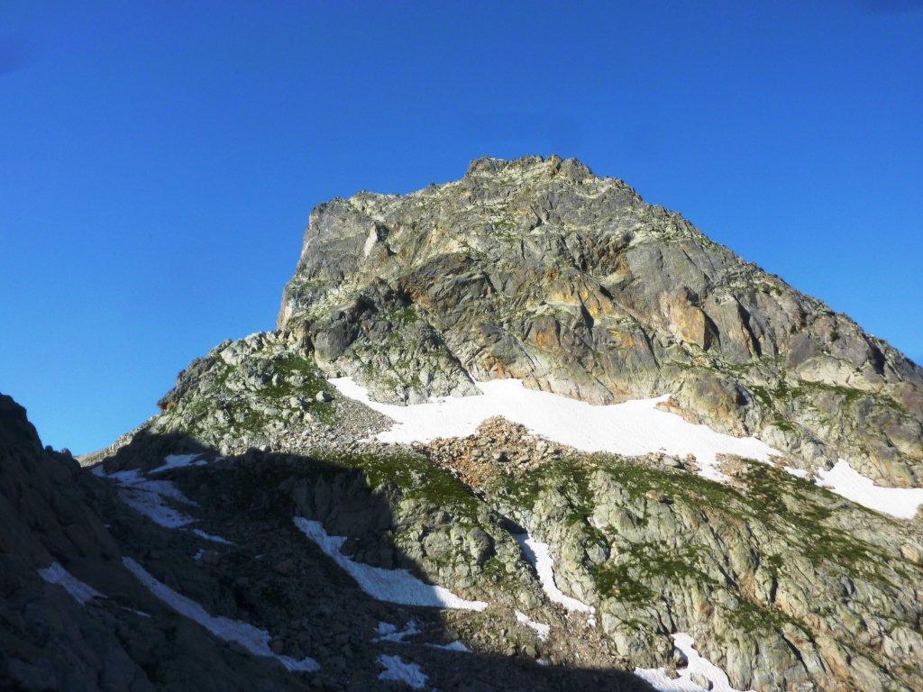 poco prima del colle di Fenestrelle, vista sull'anticima (fatta per cresta) del Roc di Fenestrelle