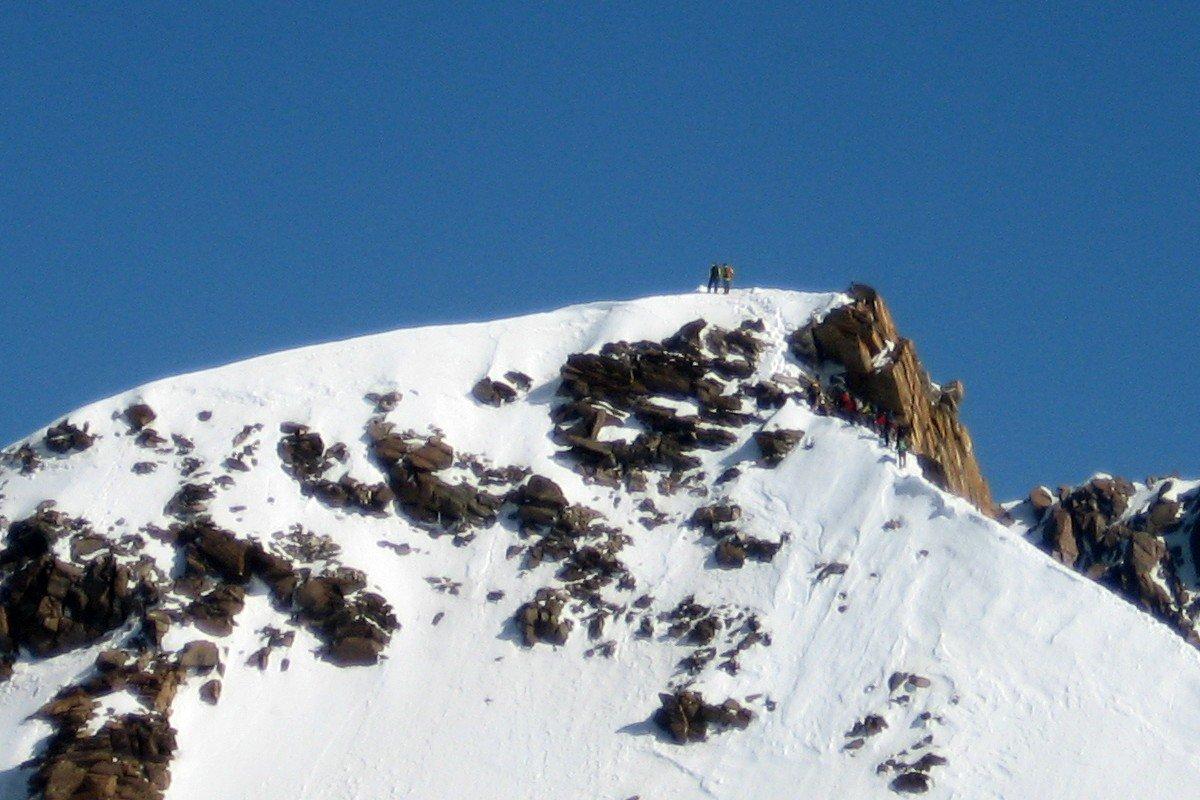 L'arrivo in cima alla Punta Zumstein, visto scendendo dalla Capanna Regina Margherita