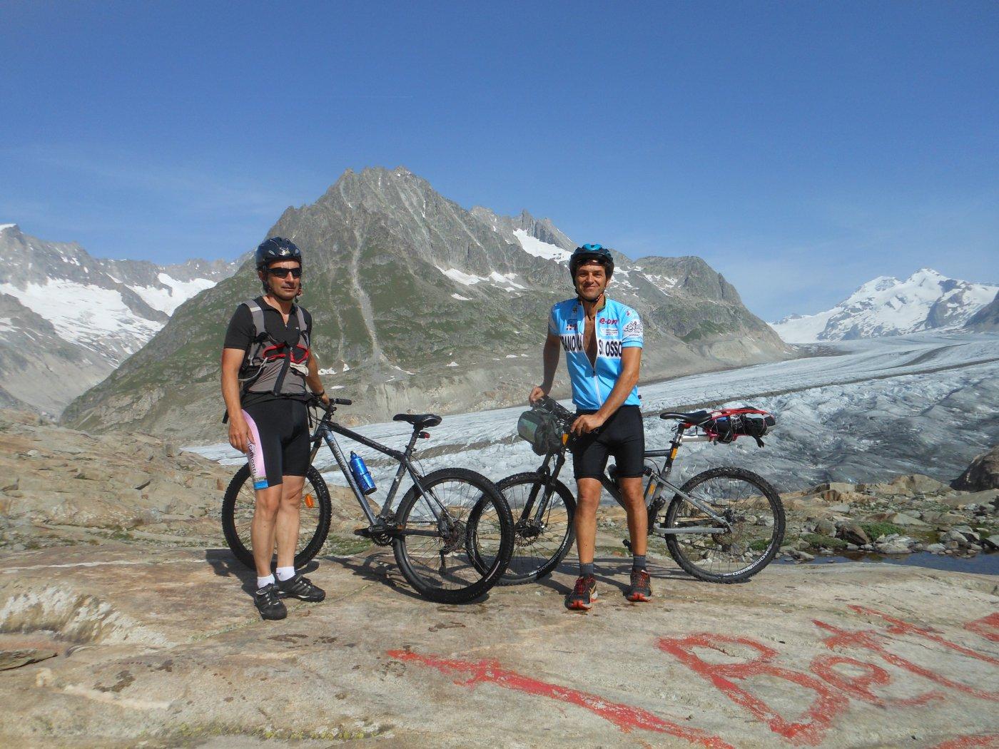 a destra verso la concordia e quindi Eiger, Mönch and Jungfrau, aletsh a sx