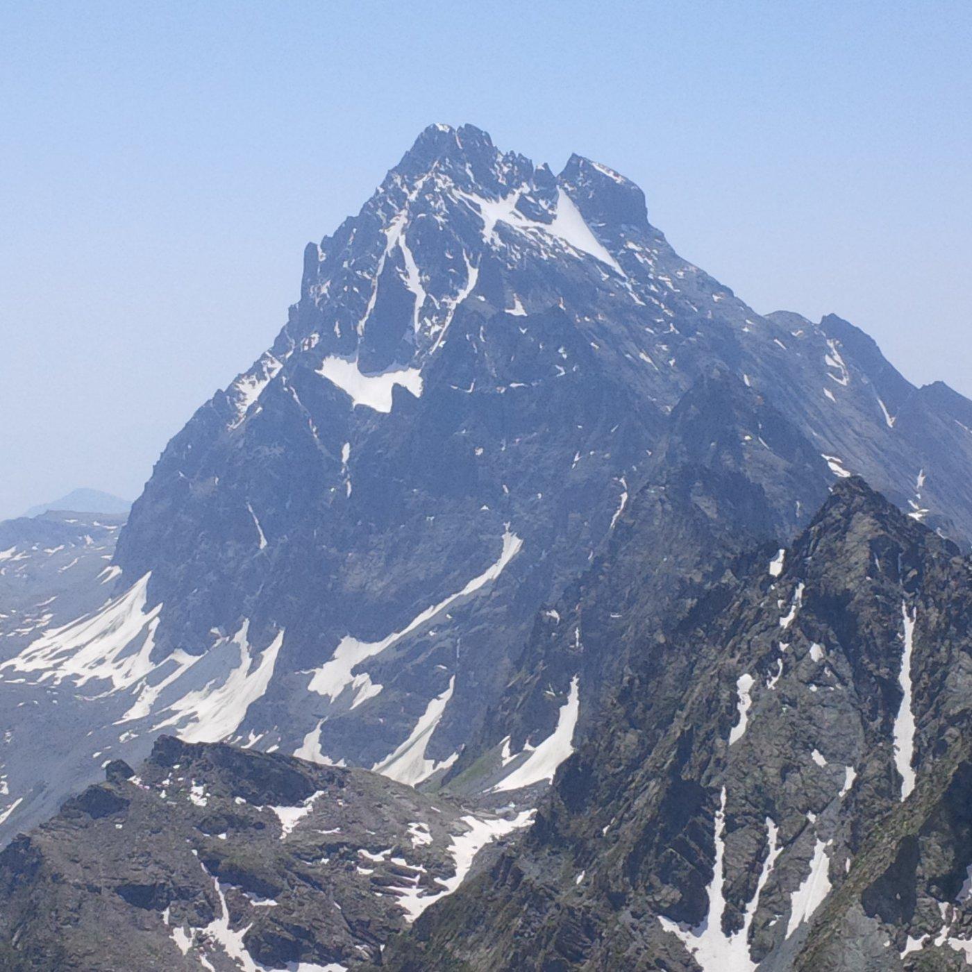 Il Monviso come lo si vede a pochi metri dalla cima del Granero (foto E. Lana).