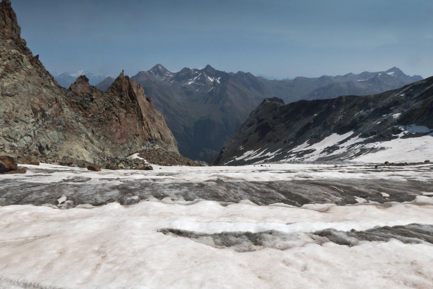 A circa 3200 mt il falso colletto sormontato da un curioso pinnacolo, visibile già da lontano, che NON bisogna raggiungere
