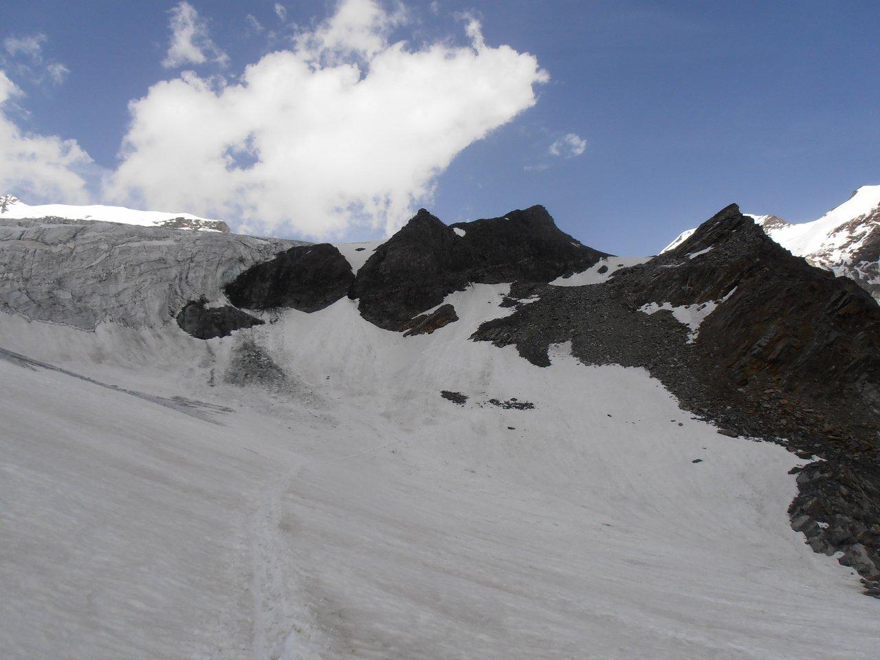 04 - il tratto di nevaio sotto il rif. Guide d'Ayas
