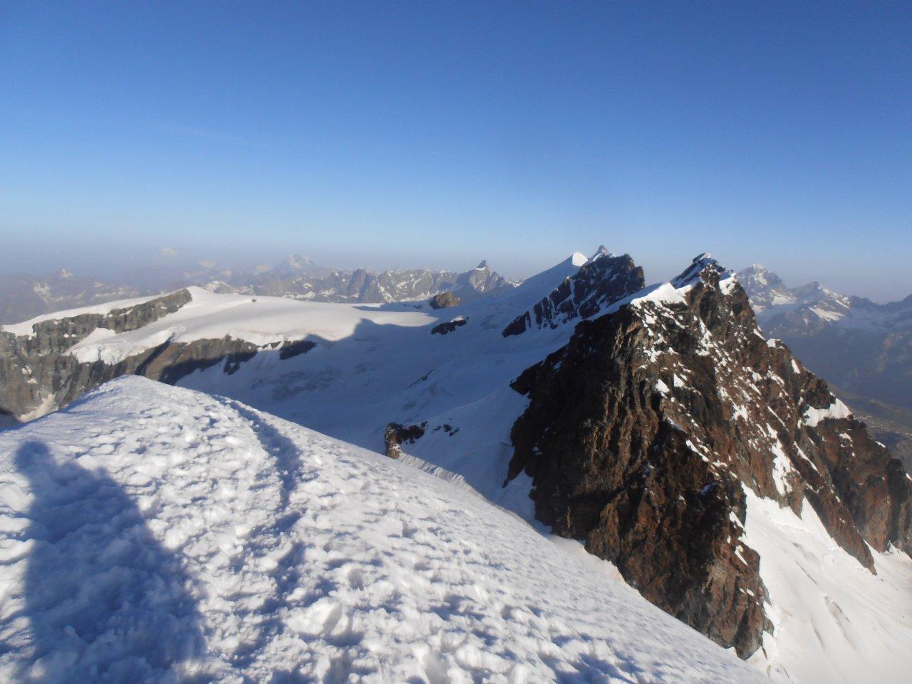 01 - in cima, vista verso Roccia Nera ed i Breithorn