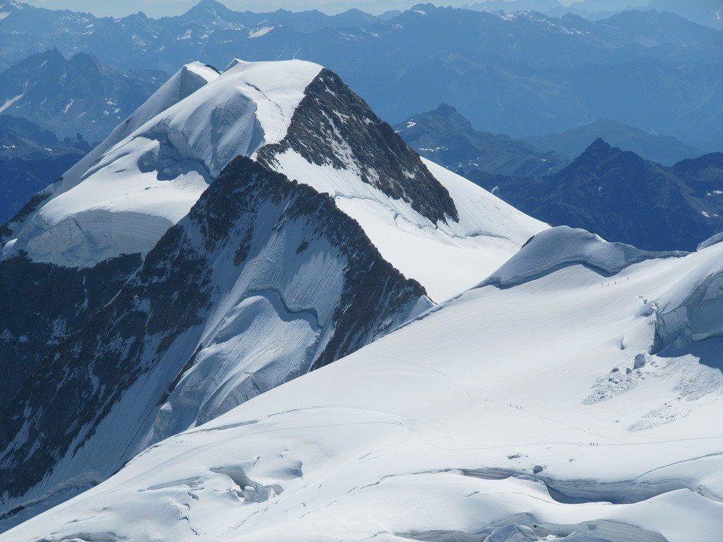 vista dal Piz Bernina del Piz Palù e della cresta rocciosa che percorreremo il giorno seguente